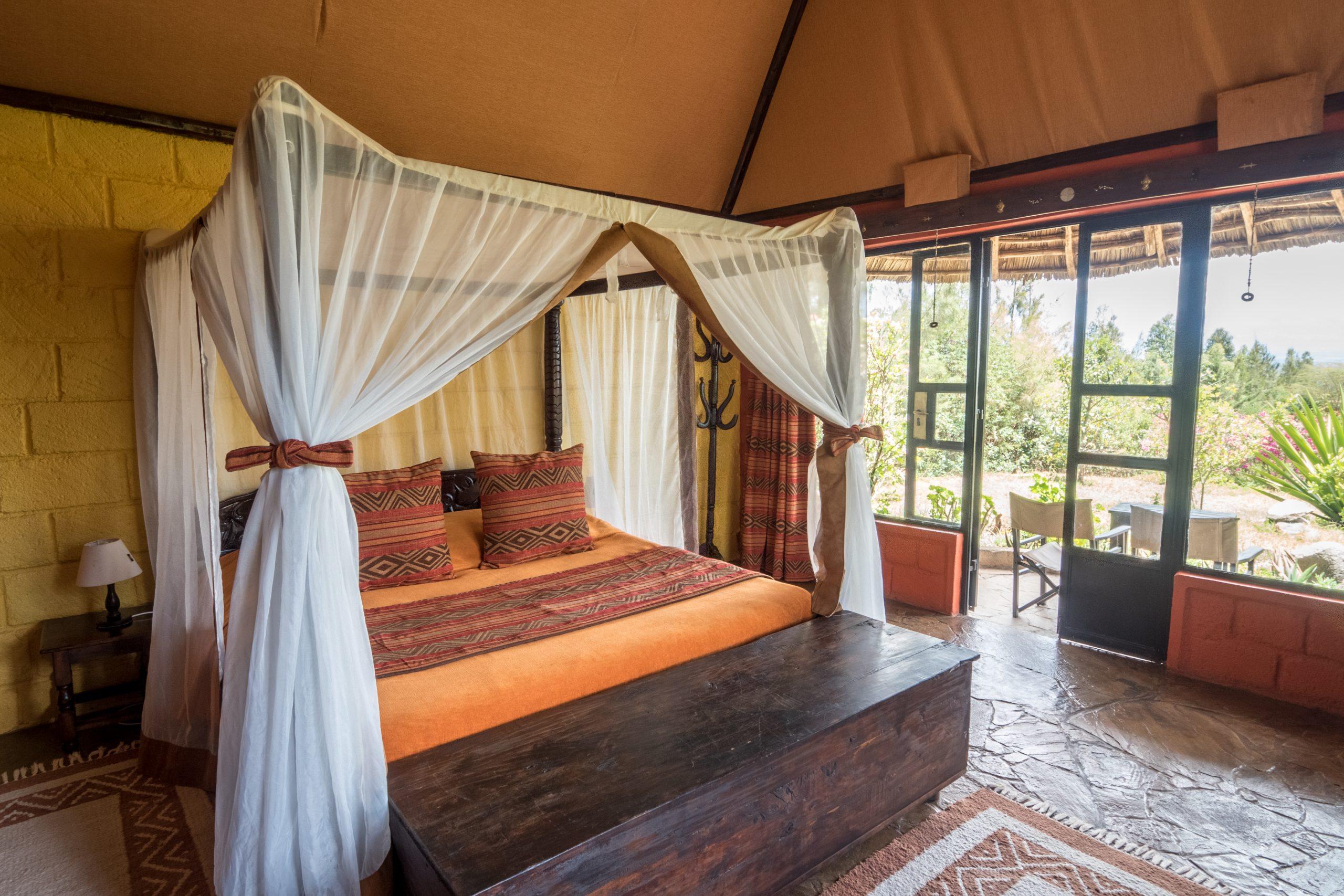 2 Rhino Watch Safari Lodge